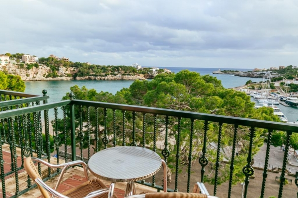 Open all year-round, the Hotel THB Felip is located in Porto Cristo (Majorca),  right on the seafront and offers wonderful harbor views from its modern  rooms ...