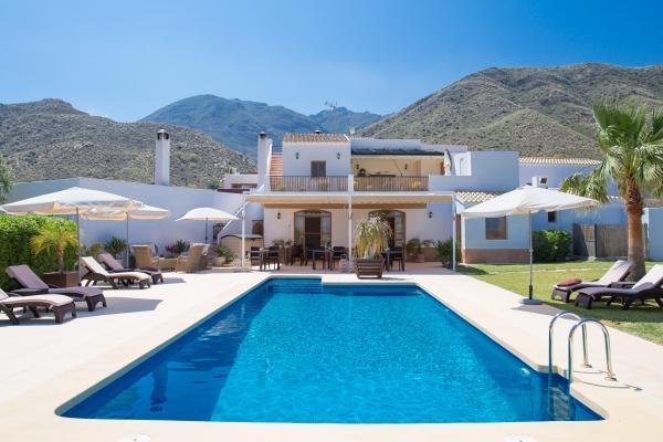 Hoteles sin ni os andaluc a para unas vacaciones for Hoteles con piscina climatizada en andalucia