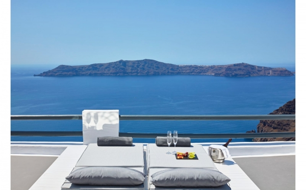 Romantic holidays for couples in greece adults only holidays for Designhotel griechenland